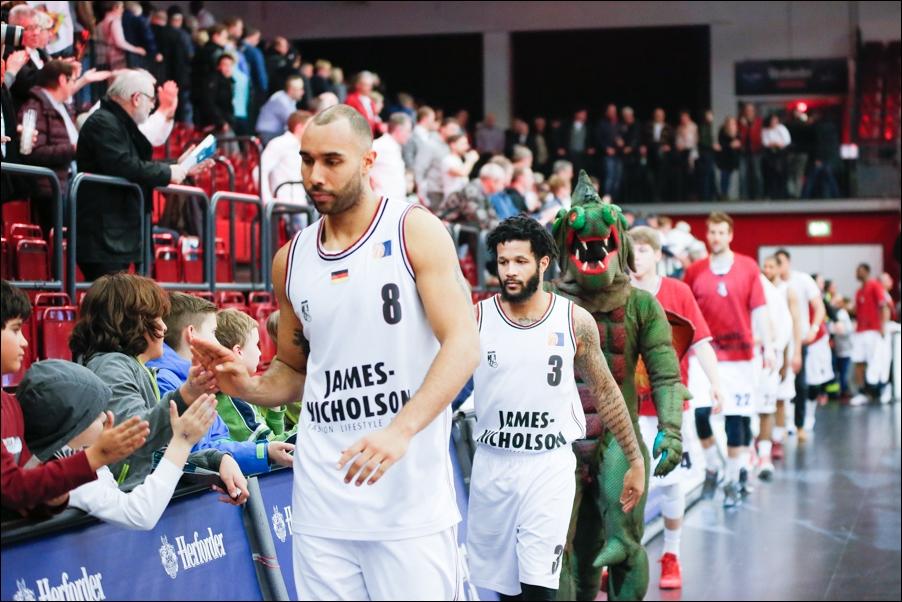 basketball-artland-dragons-playoffs-2016-peoplefotografie-sportfotografie-reportagefotografie-osnabrueck-people-sport-reportage-16