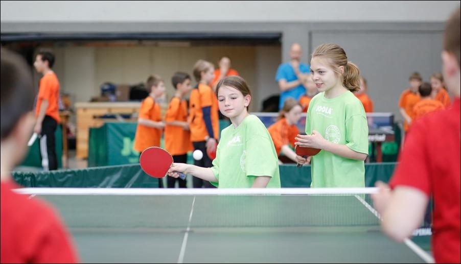 tischtennis-und-politikerbesuch-peoplefotografie-sportfotografie-reportagefotografie-osnabrueck-people-sport-reportage-04